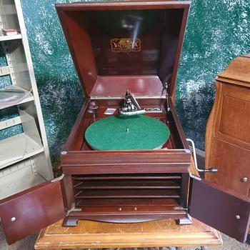 1917 Victor VV-IX  - Electronics