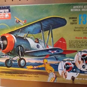 MONOGRAM F3F-3 GRUMMAN NAVY FIGHTER - Toys