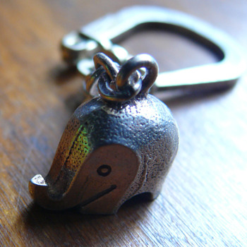 luigi colani elephant keychain - Silver