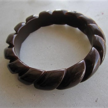 Carved rope bakelite bangle - Costume Jewelry