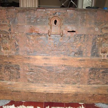 old family trunk... - Furniture