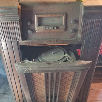 What model Silvertone is this? - Radios