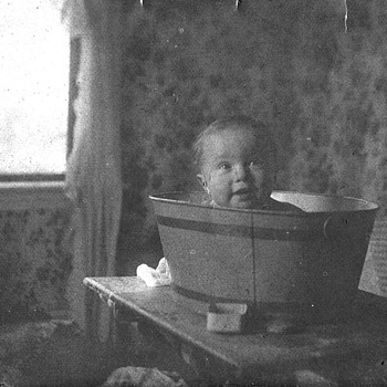 Child in tub from 1903 - Photographs