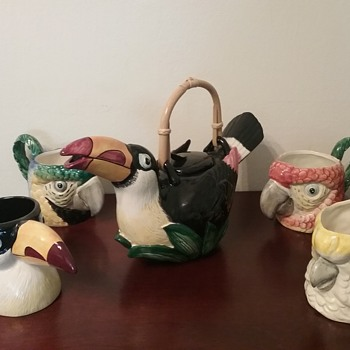Fitz & Floyd  tropical bird mugs & teapot  - Pottery