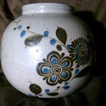 Round Vase With Intriguing Signature - Pottery