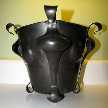 British Arts & Crafts Hand-wrought Copper Planter / Coal Bucket  - Arts and Crafts
