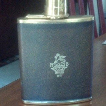 What is this?  English Flask - with logo HB 1667? - Bottles