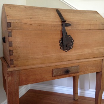 I LOVE this Trunk-Know Anything About it? - Furniture