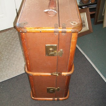Luggage/Trunk Built to  Travel  With Style - Bags