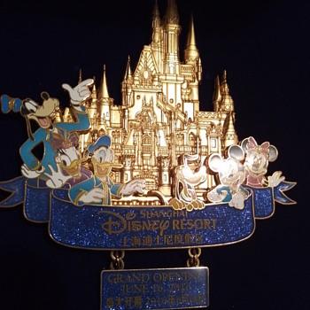 Shanghai Disney Resort pin - Advertising