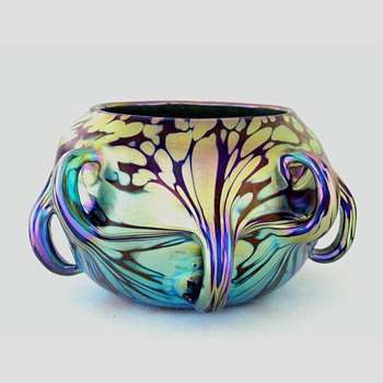 A Loetz vase with pulled handles - Art Glass
