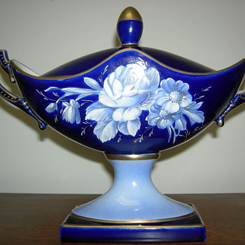 We really can't decide what this is... - China and Dinnerware