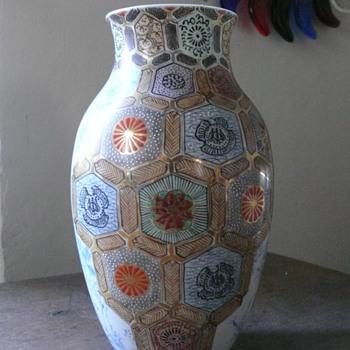reign marked vase.... - Asian