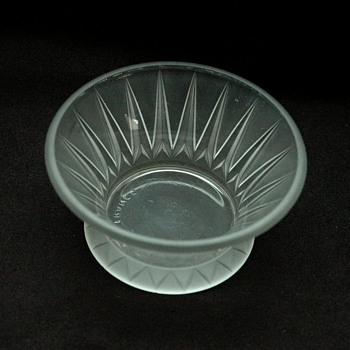 "small frosted glass bowl ""les cactus"" by andre hunebelle. - Art Deco"