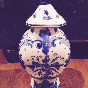 Blue Delft Gouda Urn  with Foo Dog Top  -  Plateelbakkerij 'Zuid Holland' (PZH)? - Pottery