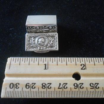 German silver snuff/pill hinged box