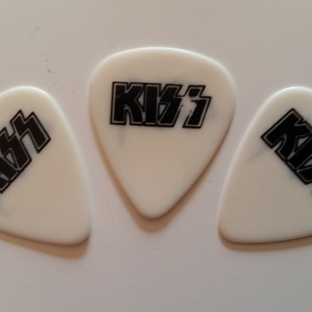 kiss plectrums used in concert by tommy tailor (europe tour) - Music Memorabilia