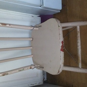 VINTAGE CHILDS CHAIR - Furniture