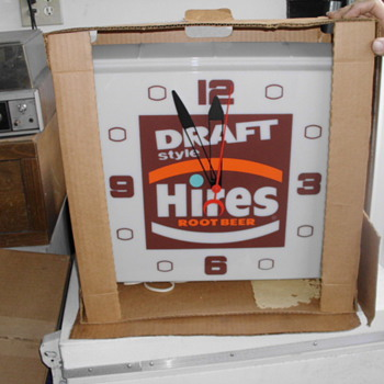 Hire's Root Beer Clock in the original box - Breweriana