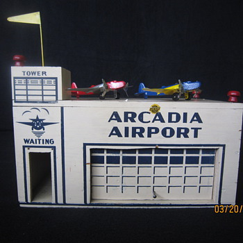 1941 Arcadia Airport w/ Airplanes & Flag An Arcade Toy Made in USA  - Toys