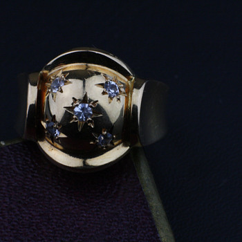Late 40's star setting 18K gold ring