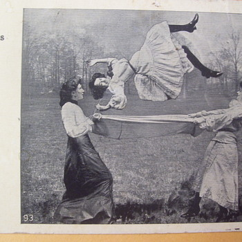 1909 POSTCARD ANTICS, WOMEN ACROBATS AT THE PARK?  OR CAMERA TRICK. - Postcards