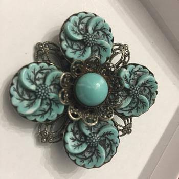 Flower brooch - Costume Jewelry