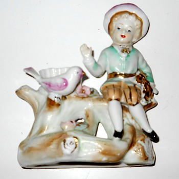 My little porcelain girl on bench with a pink bird - Art Glass