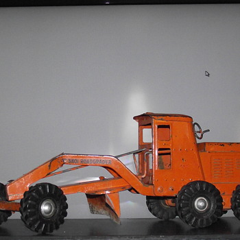 Lincoln Toys Canada model 5401 Grader