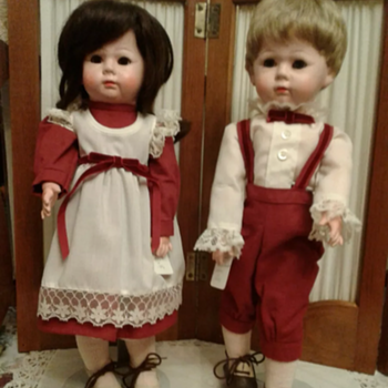 Need help identifying where these dolls are from - Dolls