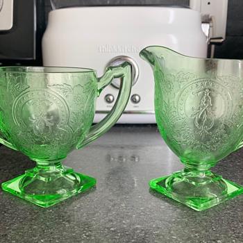 J'aimerais en savoir plus sur se verre vert - Glassware