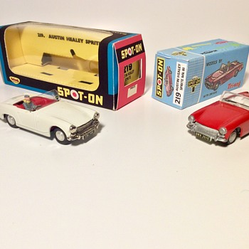 Tri-ang Spot On #219 Austin Healey Sprites in White & Red  - Model Cars