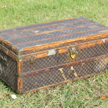 Late 1800's Louis Vuitton Damier Steamer Trunk      - Furniture