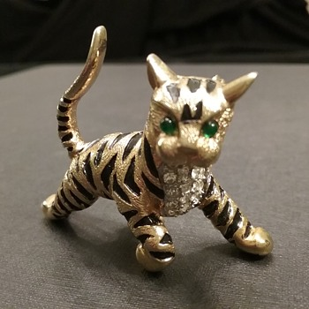 Jomaz tiger cub brooch  - Animals