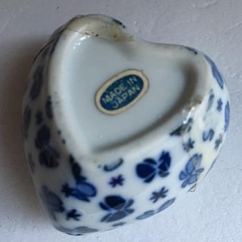 Japan trinket / pill pot - Pottery