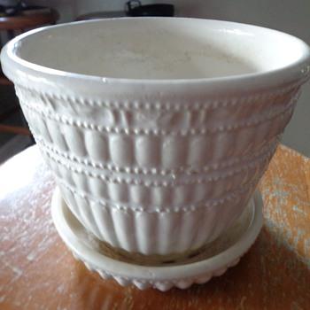 Vintage McCoy USA American Art Pottery Flower Pot - Pottery
