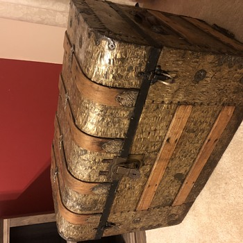 Old trunk with Yale & Towne lock- Age? - Furniture