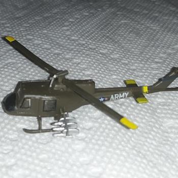 Bachmann Mini-Planes Huey Copter AH-1G - Toys