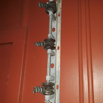 insulator rack added to the carport decorations - Electronics