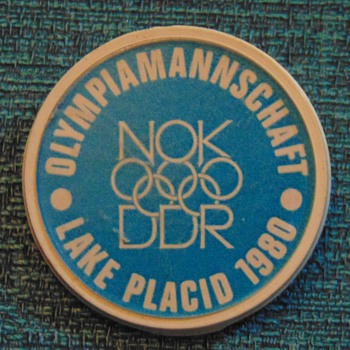 1980 Lake Placid Olympics DDR OlympiaMannschaft pin - Medals Pins and Badges