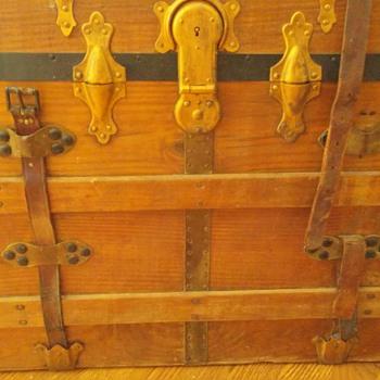 Flat top Eagle Lock Company Conn trunk - Furniture