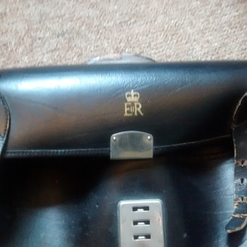 Queen Eliabeth II Personal leather Satchel marked E & R and the Crown well worn but expanding and useful. - Bags