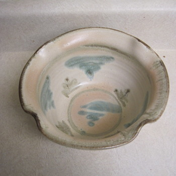 """Need signature ID help please for pastel colored 8"""" ruffled ceramic bowl. - Pottery"""