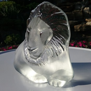 Viking Glass lion paperweight or bookend  - Animals