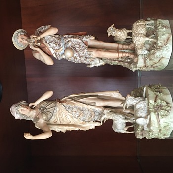 Family pieces- unknown origin - Figurines