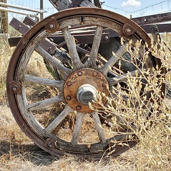 Early Buick Wooden Spoke Wheels - Classic Cars