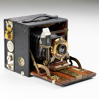 Premo Supreme Camera. 1902. (The ultimate American self-casing plate camera?) - Cameras