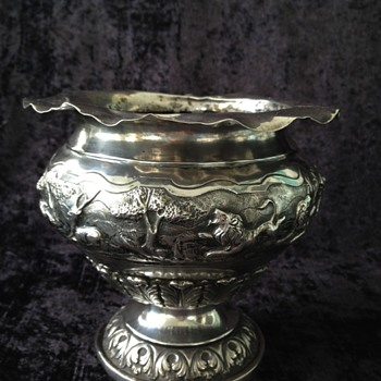 Presumed Indian/Burmese Silver jungle scene pedestal bowl - Asian