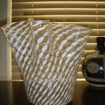Very large glass handkerchief vase - Art Glass