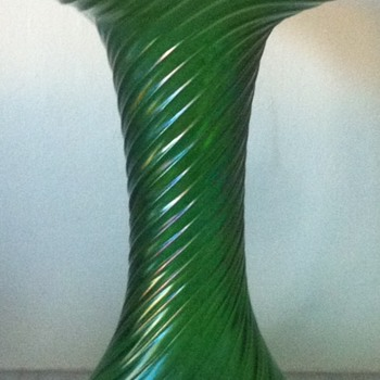 Ribbed and twisted green iridescent vase with ground pontil - Art Glass